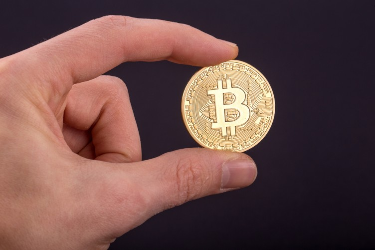 Cryptocurrencies: 'Lack of regulation means investors can make a lot