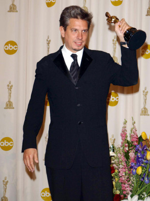 Elliot Goldenthal with his Oscar for the score for the film Frida in 2003.