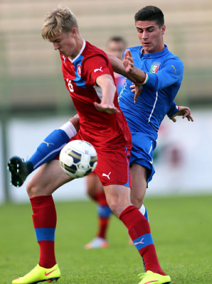 Kris Twardek in possession for Czech Republic U19s in a game against Italy in 2015.