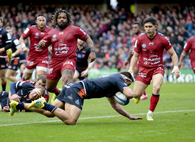 McInally scores Edinburgh's third try against Toulon in Murrayfield.