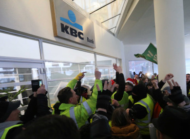 Yellow vest protesters demonstrate at KBC's headquarters in Dublin 2