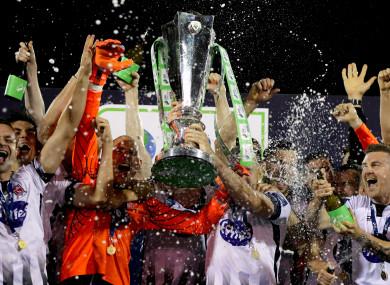 Dundalk lift the SSE Airtricity League trophy at Oriel Park last season.