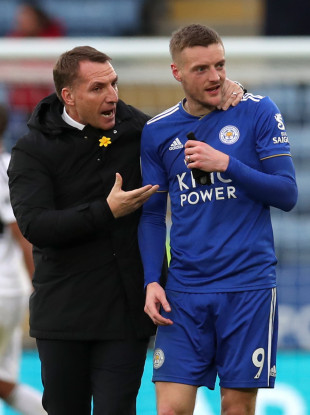 Brendan Rodgers and Jamie Vardy celebrate after the final whistle.
