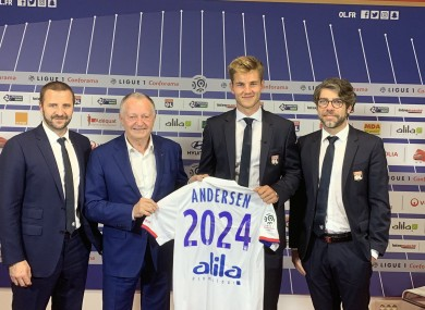Andersen with Lyon president Jean-Michel Aulas (left) and sporting director Juninho Pernambucano (right).