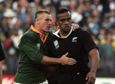 Small and Jonah Lomu after the 1995 World Cup final.