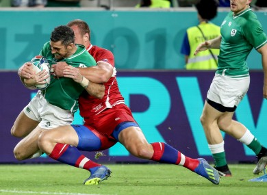 Rob Kearney scores Ireland's first try against Russia.