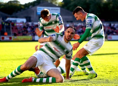 Joey O'Brien (centre) celebrates.