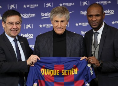 Setien poses with Barcelona president Josep Maria Bartomeu (left) and director of football Eric Abidal (right).