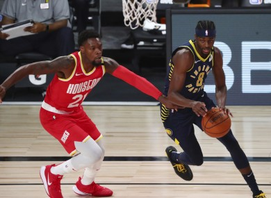 Indiana Pacers forward Justin Holiday drives to the basket against Houston Rockets dup Michael Frazier (21) and Jeff Green (32).