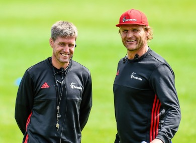 Scott Robertson (right) pictured with Ronan O'Gara during a Crusaders training session in 2018.