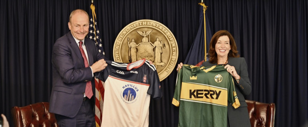 Taoiseach being presented with a GAA jersey by NY Governor Kathy Hochul.